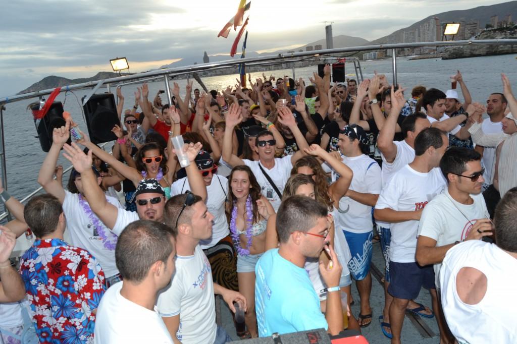fiesta-en-barco-valencia2
